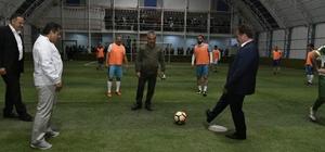 Gümüşhane'de kurumlararası 4.halı saha turnuvası başladı İlk maçın başlangıç vuruşunu Belediye Başkanı Ercan Çimen yaptı