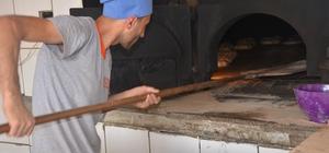 280 derecede çalışan fırının başında oruç tutuyorlar