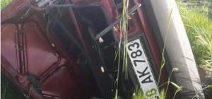 Otomobil tarla uçtu, baba ve oğlu ağır yaralandı