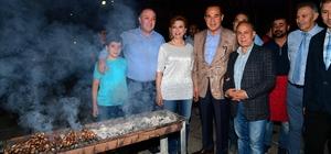 Başkan Sözlü, iftardan sahura kadar sahada Başkan Sözlü Murat Kekilli konserine katıldıktan sonra itfaiyecilerle sahur yaptı ardından da Müze Kavşağı'ndaki çalışmaları inceledi