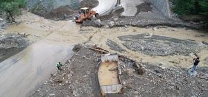 Afet bölgesi havadan böyle görüntülendi Sel suları ağaçları yerinden söktü, yolları yıktı, kamyonetleri sürükledi