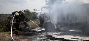 Anız ateşi 2 kamyonun yanmasına yol açtı