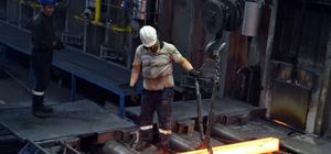 Demir çelik işçilerinin zorlu ramazan mesaisi