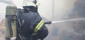 Anız yangınından sıçrayan alevler saman deposunu kül etti Yangında 25 ton saman, 2 kamyon ve 1 iş makinesi kullanılamaz hale geldi