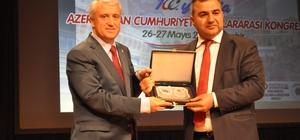 """100. Yılında Azerbaycan Cumhuriyeti Uluslararası Kongresi Azerbaycan 100 yaşında Eskişehir Anadolu Üniversitesi Rektörü Prof Dr. Naci Gündoğan; """"Son 25 yılda Anadolu Üniversitesi bünyesinde eğitim-öğretim gören binlerce Azerbaycanlı öğrencimiz mezun oldu"""" """"Bakü'de açtığımız Anadolu Üniversitesi ofisi aracılığıyla da açık ve uzaktan öğretim sistemimizle Azerbaycan'daki birçok kardeşimize, öğrencimize ulaştık"""" """"Türkiye-Azerbaycan ilişkilerinde eğitim köprüsü olarak faaliyetlerimize kaldığımız yerden devam edeceğiz"""""""