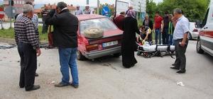 Kütahya'da iki otomobil çarpıştı: 3 yaralı