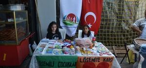 Öğrenciler lösemi çocuklar için pazarda