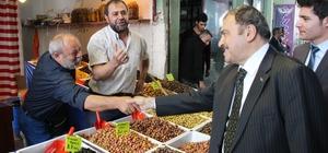 Bakan Eroğlu pazarda tezgah başına geçti biber fidesi sattı Pazarda vatandaşın taleplerini dinleyen Bakan Eroğlu, 6 vekil için söz aldı