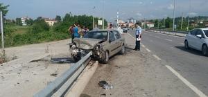 Otomobil önce traktöre ardından bariyere çarptı: 6 yaralı