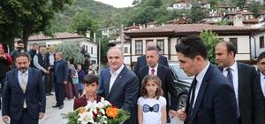 Bakan Özlü, Akşemseddin Hz. Anma etkinliklerine katıldı Bakan Özlü, iftarını 5 bin kişiyle birlikte Göynük'te yaptı
