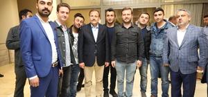 Başbakan Yardımcısı Çavuşoğlu öğrencilerle sahur yaptı