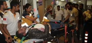 Yaralı baba kendi acısını unutup çocuklarının derdine düştü Şanlıurfa'da trafik kazası: 8 yaralı Şanlıurfa'da sepetli motosiklet devrildi: 8 yaralı