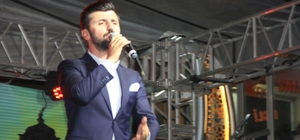 Sanatçı İbrahim Cuşan Hakkari'de konser verdi