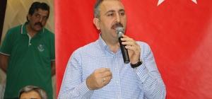 """Bakan Gül'den Erdoğan'a yönelik diktatör eleştirilerine sert tepki Adalet Bakanı Abdülhamit Gül: """"Benim Ayşe teyzemin, Fatma ablamın, Ali amcamın, Hüseyin amcamın ana sütü gibi helal oyları ile gelmiş birine senin diktatör demeye ne hakkın var"""" """"Diktatör, sırtını tanka dayar, Recep Tayyip Erdoğan sırtını hep halka dayadı"""""""
