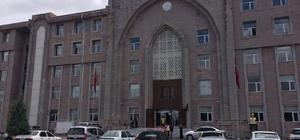 Kırmızı ışıktaki infazın zanlısı kuzen tutuklandı Konya'nın Ereğli ilçesinde kırmızı ışıkta bekleyen minibüs sürücüsünün öldürülmesi olayının zanlısının ölen İsmail Candan'ın kuzeni olduğu ortaya çıkarken, zanlı tutuklanarak cezaevine gönderildi