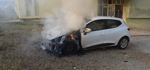 Park halindeki otomobil yandı İtfaiye ekiplerinin söndürdüğü otomobil kullanılamaz hale geldi