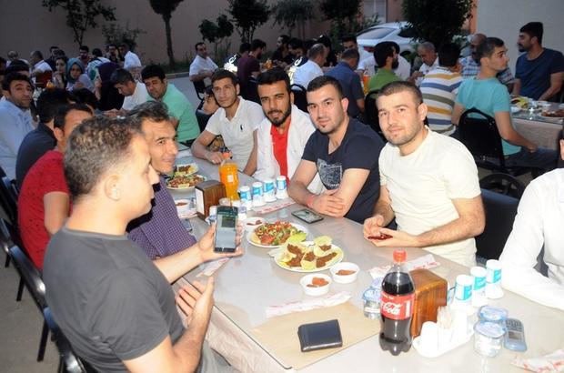 Cizre'de hastane personeli iftar sofrasında bir araya geldi