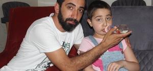 Minik Nehir'e Türkiye'den anne sütü yağdı Adana'da parkta oynarken düşüp hastaneye kaldırılınca beyninde tümör olduğu anlaşılan ve ameliyattan sonra sağ tarafı felç kalıp kalkamayan Nehir Kumcu'nun sağlığına kavuşabilmesi için sosyal medyadan başlatılan anne sütü kampanyası sonrası Türkiye'nin birçok yerinden Nehir'e süt gönderildi Kısa sürede anne sütünden sonra Nehir Kumcu ayağa kalkıp yürümeye, sağ elini kısmi olarak  kullanmaya başladı