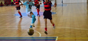 Adana'da okullararası küçük kızlar ve erkekler futsal müsabakaları tamamlandı 76 okulun katıldığı müsabakalar sonunda kızlarda Dumlupınar Ortaokulu erkeklerde ise Şehit Aytekin Kuru İmam Hatip Ortaokulu şampiyon oldu