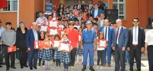 Akşehir'de öğrencilerin karne sevinci