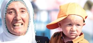 1.5 yaşındaki Recep Tayyip ile mitinge geldiler