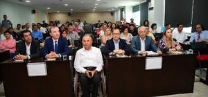 Adana'da otizm farkındalığı artıyor Büyükşehir Belediye Başkan Vekili Ramazan Akyürek, eğitim ve aileye doğru danışmanlık desteğiyle otizmli bireyin bağımsız yaşayabilme düzeyine geldiğini belirtip, belediye olarak her türlü kolaylığı sağlamayı sürdüreceklerini söyledi