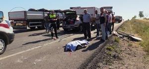 Otomobil tırın altına girdi: 2 ölü, 5 yaralı Konya'da otomobilin tıra arkadan çarpması sonucu meydana gelen trafik kazasında ikiz olan kardeşlerden biri hayatını kaybetti