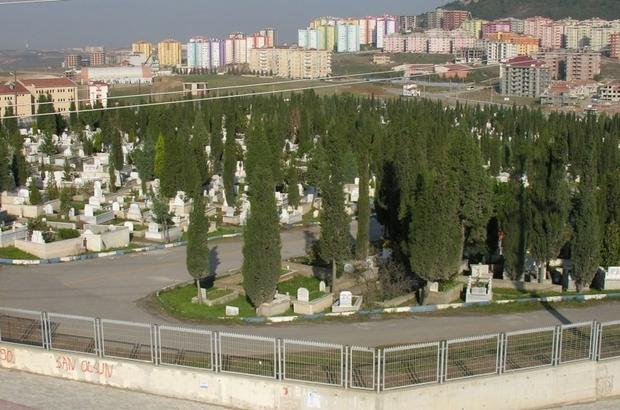 Gebze'de mezarlıklar bayrama hazır