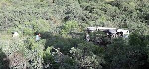 Dağdan şarampole yuvarlanan minibüsten sağ kurtuldular Minibüs şarampole yuvarlandı: 2 yaralı