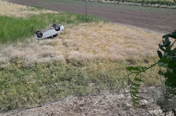 Otomobil taklalar atarak tarlaya uçtu: 2 Yaralı