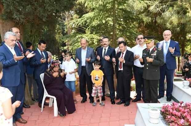 Başbakan Yardımcısı Işık, şehitliği ziyaret etti