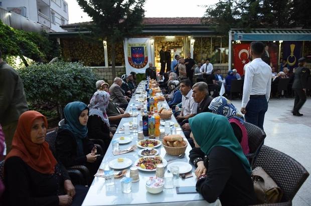 Jandarma tarafından şehit aileleri ve gaziler onuruna iftar yemeği verildi