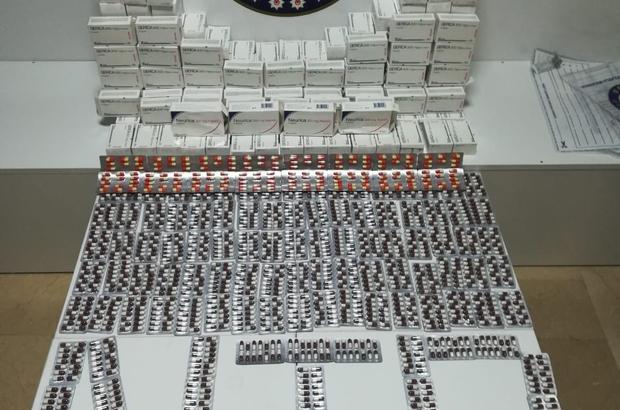 Bayram öncesi kargoya uyuşturucu baskını: 3 gözaltı Polisin Samsun ve Antalya'da düzenlediği operasyonda bayramda piyasaya sürülmesi hedeflenen toplam 24 bin 304 adet uyuşturucu özelliği bulunan kapsül hap ele geçirildi