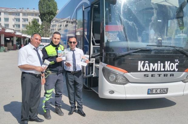 Polisten, şoför ve yolculara emniyet kemeri uyarısı Polisten tatile çıkan vatandaşlara uyarı