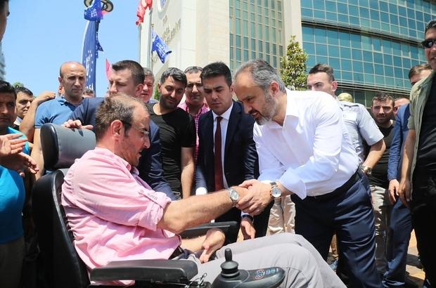 Büyükşehir'de 'bayram' coşkusu Bursa Büyükşehir Belediye Başkanı Alinur Aktaş, Büyükşehir Belediyesi, BUSKİ ve bağlı şirketlerin çalışanlarıyla bayramlaştı