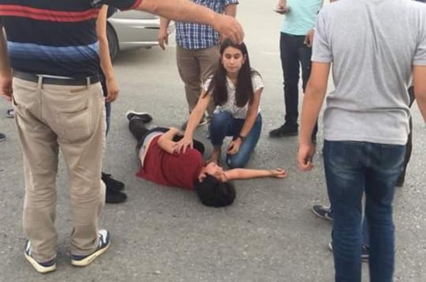 Köpekten kaçan çocuğa otomobil çarptı Karaman'da sokak köpeğinden kaçan çocuğa otomobilin çarpma anı güvenlik kamerasına yansıdı