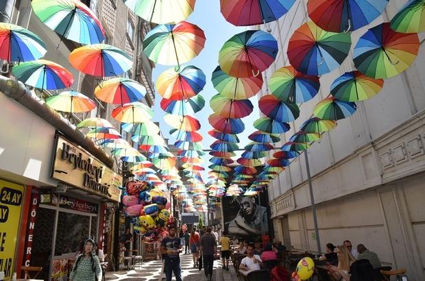 Çorlu'da 'şemsiye sokak' uygulaması Yaya yolu şemsiyelerle renklendi