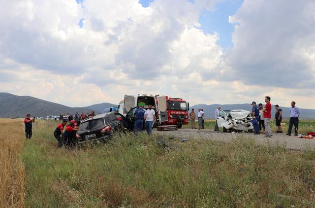 Denizli'de cip ile otomobil çarpıştı: 3 ölü