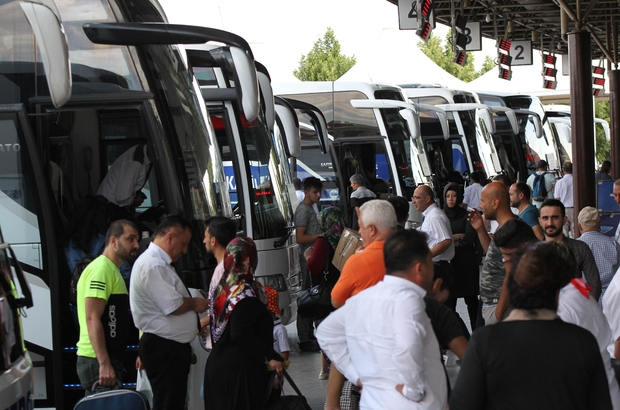 Konya şehirler arası otobüs terminalinde bayram yoğunluğu