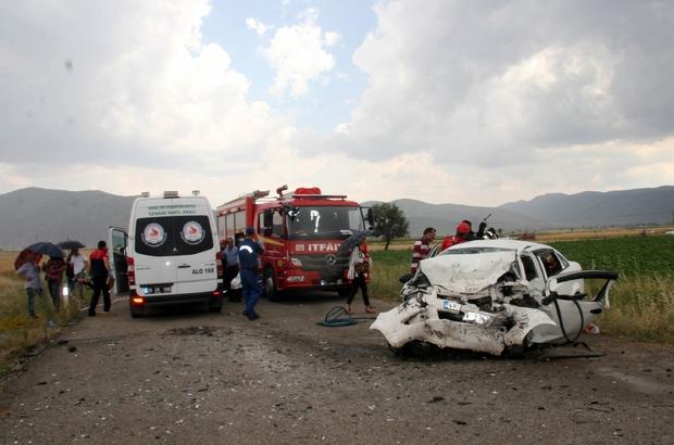 Denizli'de trafik kazası: 3 ölü Kafaya çarpışan otomobillerdeki 3 kişi hayatını kaybetti Karı koca aynı otomobilde can verdi