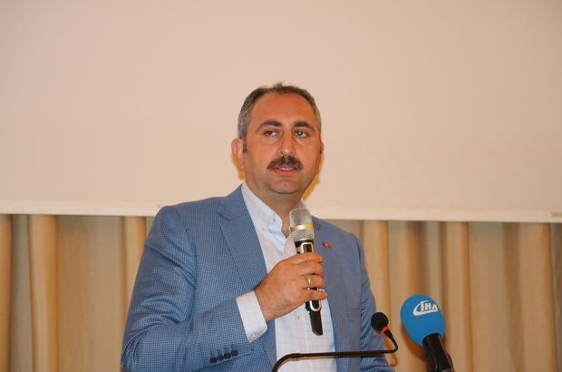 """Adalet Bakanı Gül'den Suruç açıklaması Adalet Bakanı Abdulhamit Gül: """"Suruç'taki saldırının takipçisi olacağız"""" """"Gerekli soruşturmalar başlatıldı"""""""