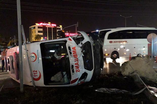 Hatay'da ambulans ile otomobil çarpıştı: 5 yaralı