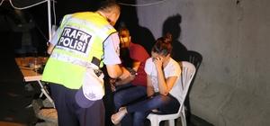 Alkollü sürücü nöbet kulübesine çarptı: 1 polis yaralı Adana'da 2.45 promil alkol ile direksiyon başına geçen sürücü polis uygulama noktasında bulunan nöbet kulübesine çarptı
