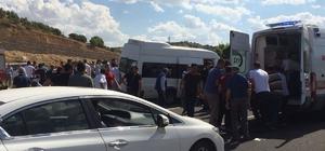 Mardin'de yolcu minibüsü ile otomobil çarpıştı: 12 yaralı