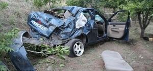 Otomobil bahçeye uçtu, yaralı arkadaşını bırakıp kaçtı Elazığ'da yaklaşık 50 metre aşağıdaki bahçeye uçan otomobil vinç yardımıyla çıkartıldı