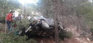 Kamyonet uçuruma yuvarlandı: 5 yaralı 25 metrelik uçuruma yuvarlanan kamyonet bir ağaca takılarak durabildi