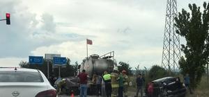 Uşak'ta kırmızı ışıkta duramayan kamyon 6 aracı paramparça etti
