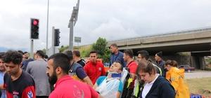 Bolu'da trafik kazası: 4 yaralı Yaralıların öldüğünü düşünen yakınları gözyaşı döktü