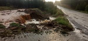 Denizli'nin Çal ilçesi sağanak yağışa teslim oldu Sel suları yollarda göçük oluşturdu, dereleri taşırdı Sağanak yağış sonrası yollar ve tarım arazileri sular altında kaldı