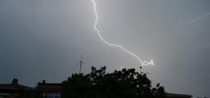 Meteorolojiden 3 gün boyunca yağış uyarısı Aydın'da 7 ilçe hariç tüm ilçelerin tedbirli olması istendi